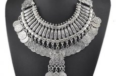stocklot - Vintage Statement Necklace